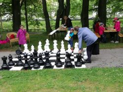 V pohádkovém lese v Jeseníku se hrály také šachy